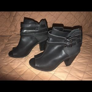 Simply Vera Open Toe Ankle Booties